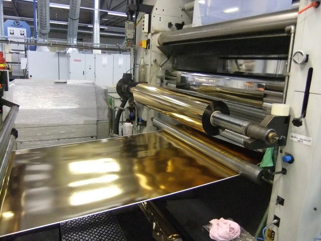 Es muss nicht alles Gold sein, was glänzt! Kartonveredelung für die Pralinenschachtelproduktion bei der Fa. Nickert