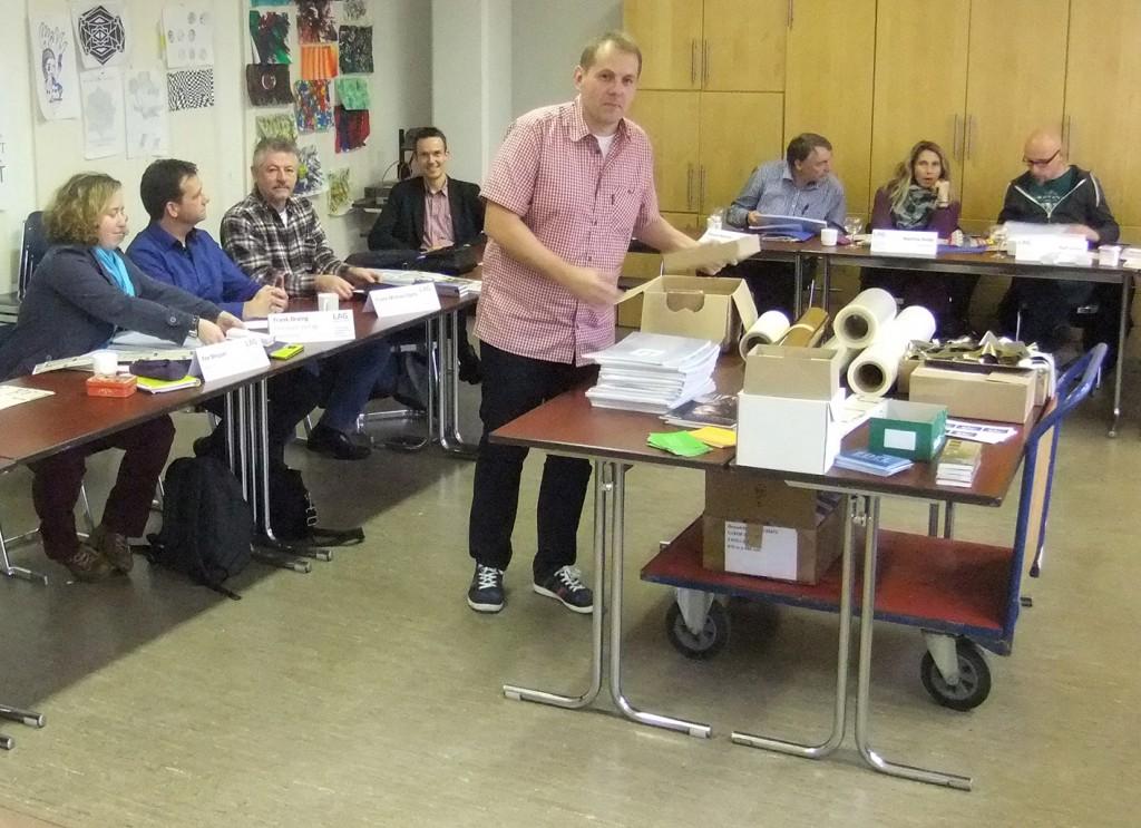 Unterricht Druckveredelung:  Best Practice – Ronald Spicks aus Dortmund erläutert Unterrichtsmaterialien zum Thema Prägefoliendruck